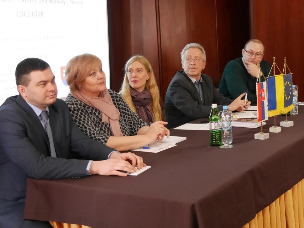 """Словацька делегація приїхала в Ужгород, щоб поговорити про """"пересічки"""" та малий прикордонний рух"""