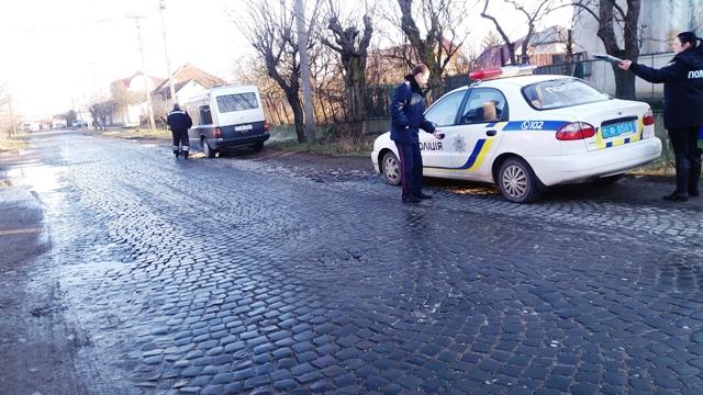 Посеред вулиці у Виноградові виявили труп чоловіка, – ЗМІ