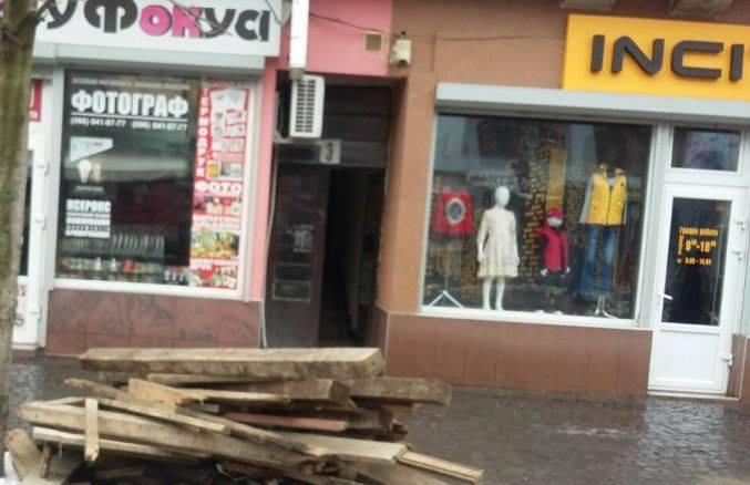 У Мукачеві штрафують містян, які створюють стихійне сміттєзвалище