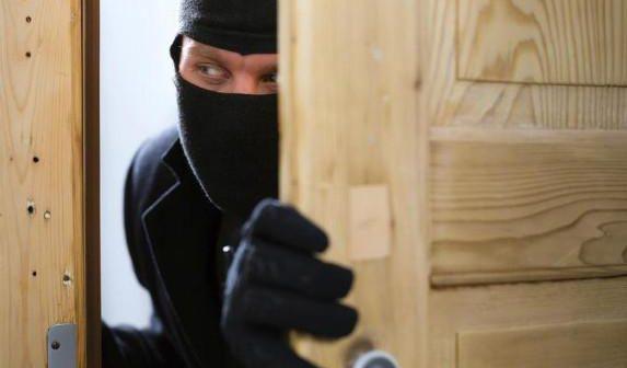На Хустщині чоловік обікрав сусіда-пенсіонера