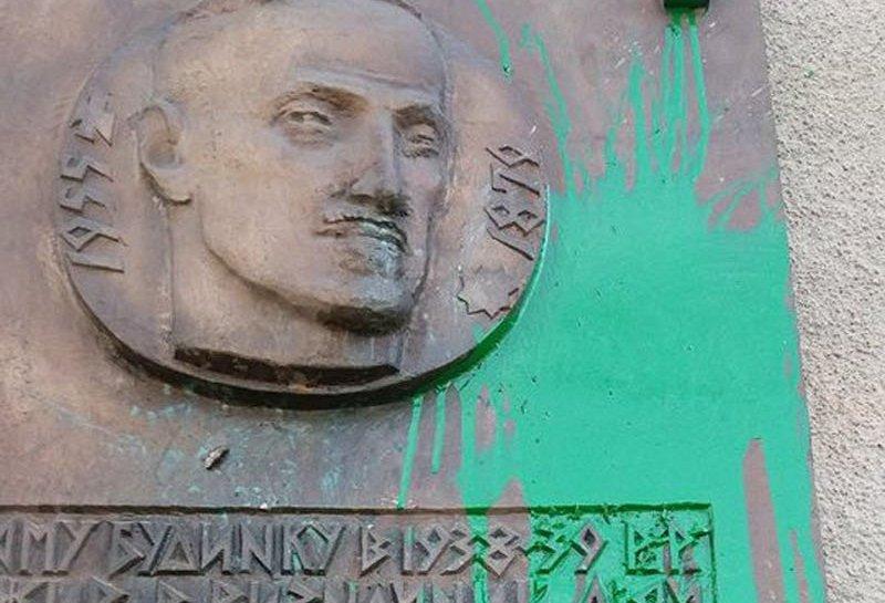 Вандали вчергове спаплюжили пам'ятний знак героям Карпатської України