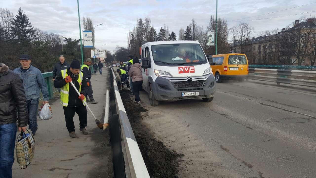 Перше масштабне весняне прибирання провели в Ужгороді