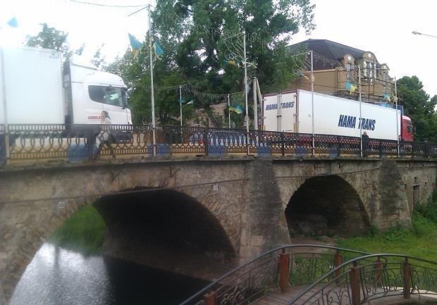 """Журналісти телеканалу """"Інтер"""" показали, в якому стані закарпатські мости"""