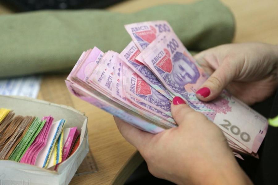 Техпрацівникам у школах Іршавщини затримують зарплату