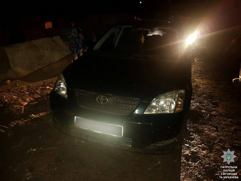 Вночі полісмени наздоганяли автомобіль, за кермом якого був п'яний водій