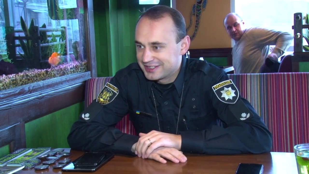 Головний коп Закарпаття припускає, що конфлікт могли затіяти поліцейські, яких виявили під час застілля у барі