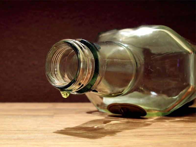 Хлопець вкрав із магазину алкоголь. Поліція вилучила пляшки, але вже пусті