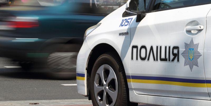Поліцейські зупинили автомобіль, у свідоцтві про реєстрацію якого були ознаки підробки