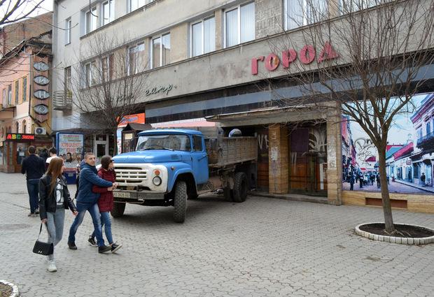 Москаль доручив відділу збереження культурної спадщини розібратися, що відбувається з кінотеатром «Ужгород»