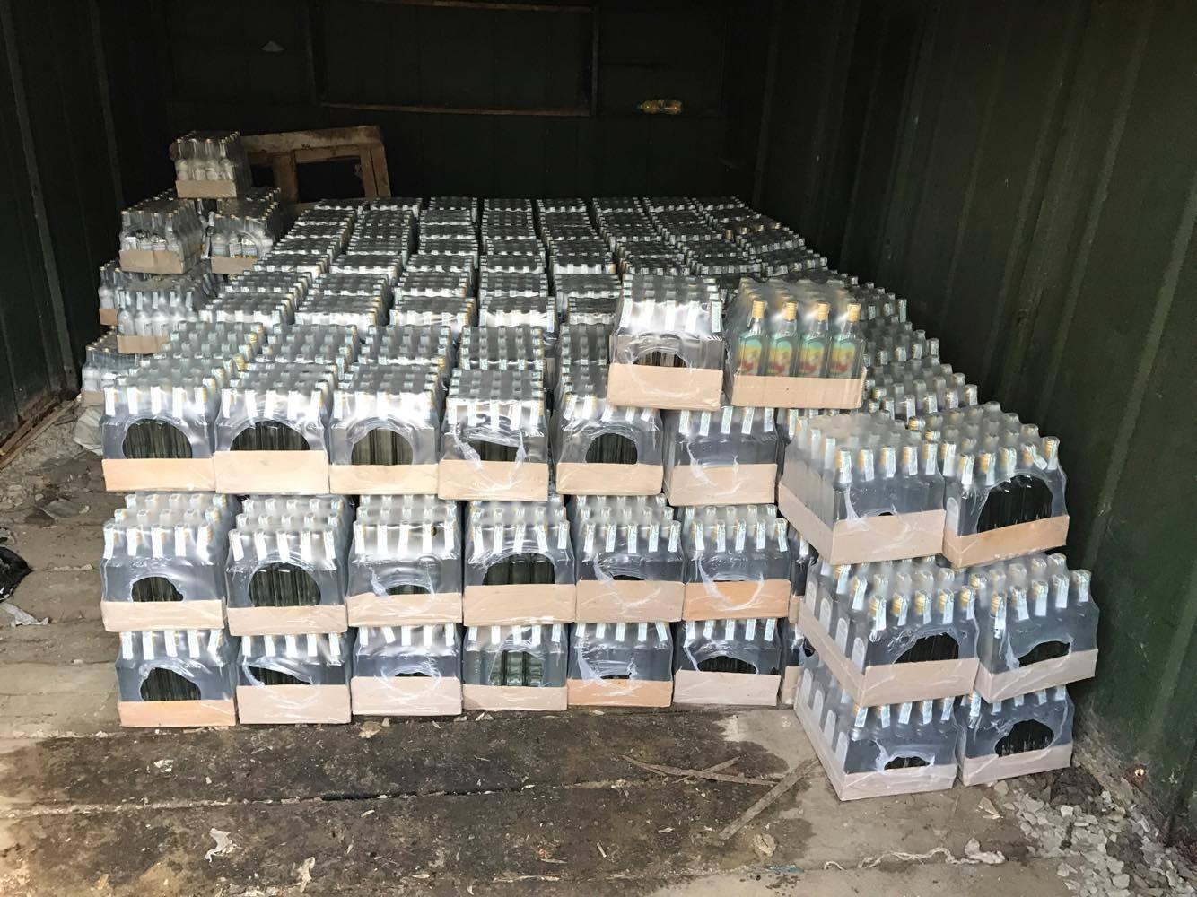 В Ужгороді правоохоронці виявили 260 ящиків із фальсифікованим алкоголем