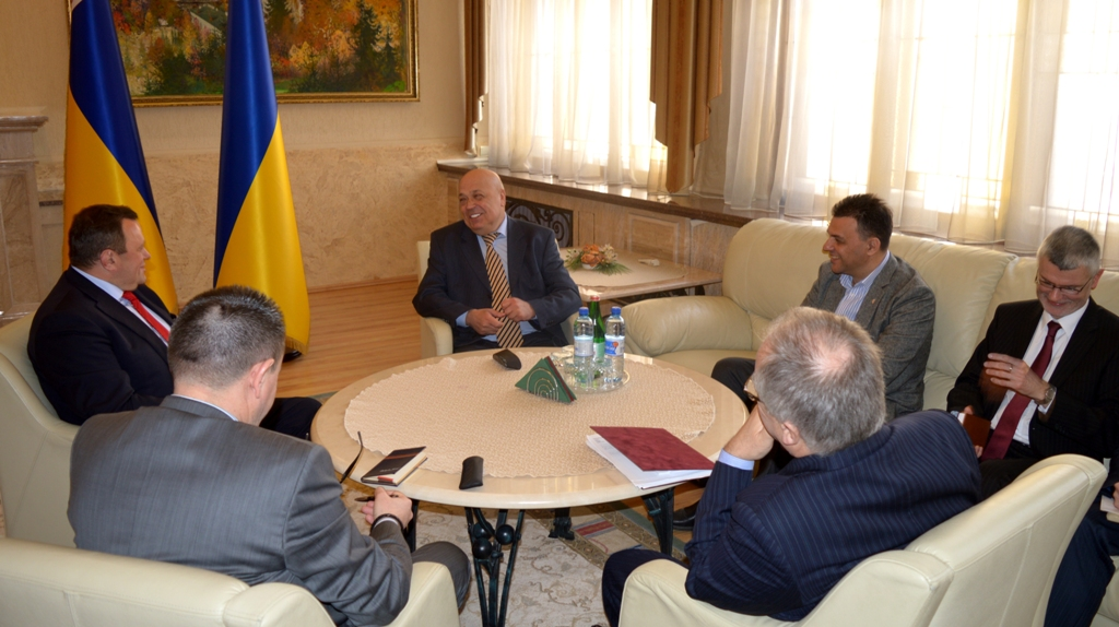 Угорщина продовжить лікувати українських воїнів і прийме на відпочинок тисячу дітей учасників АТО