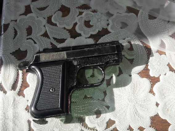 Житель Іршавщини тримав вдома пістолет