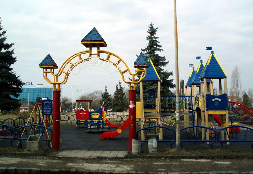 В Ужгороді дитячі майданчики знаходяться у неналежному стані