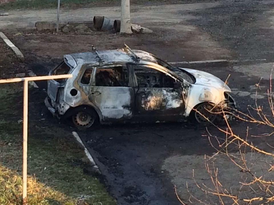 Офіційно про пожежу автомобіля в Ужгороді: разом з легковиком згоріли й документи