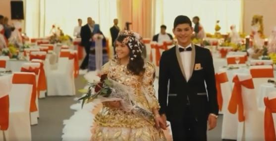 Мерседеси, айфони, золото: одразу три ромські пари влаштували розкішну весільну церемонію у Мукачеві