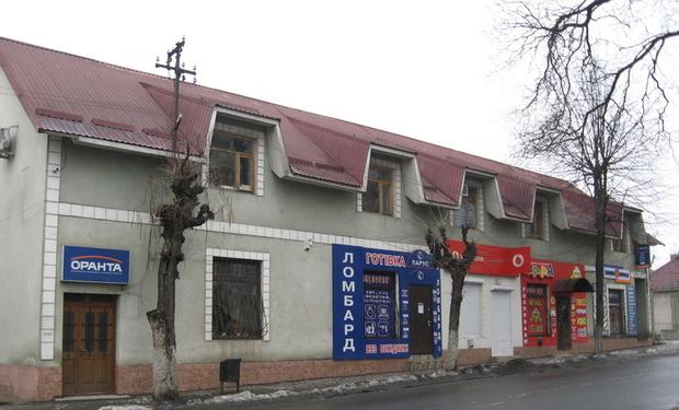 """В самому центрі Перечина """"бомбанули"""" магазин та сервісний центр мобільного оператора, – ЗМІ"""