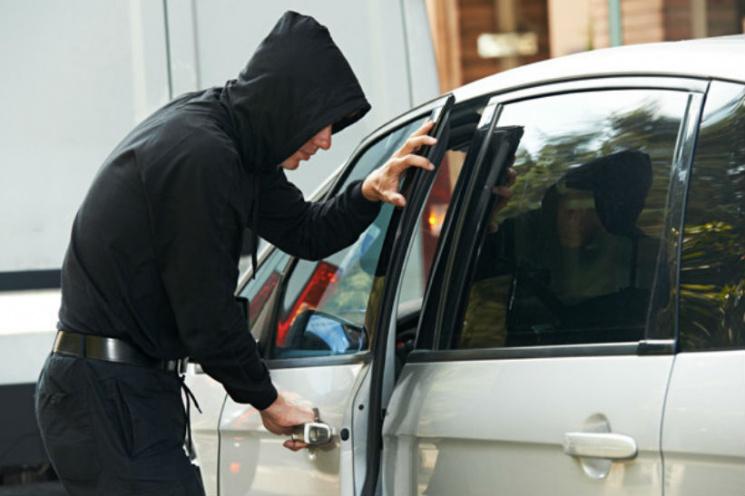 Троє чоловіків із Тячівщини грабували автомобілі