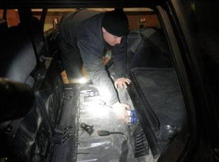Громадянин Румунії сховав у паливному баку автомобіля сигарети і хотів перевезти їх через кордон