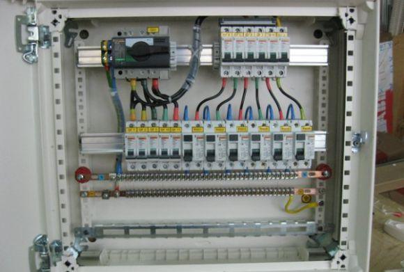 У багатоповерхівках Мукачева встановлять нові електрощитові