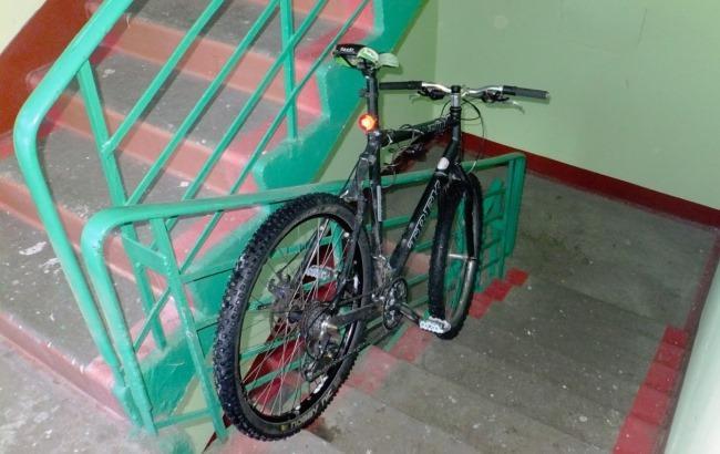 В Ужгороді з під'їздів багатоповерхівок викрадають велосипеди