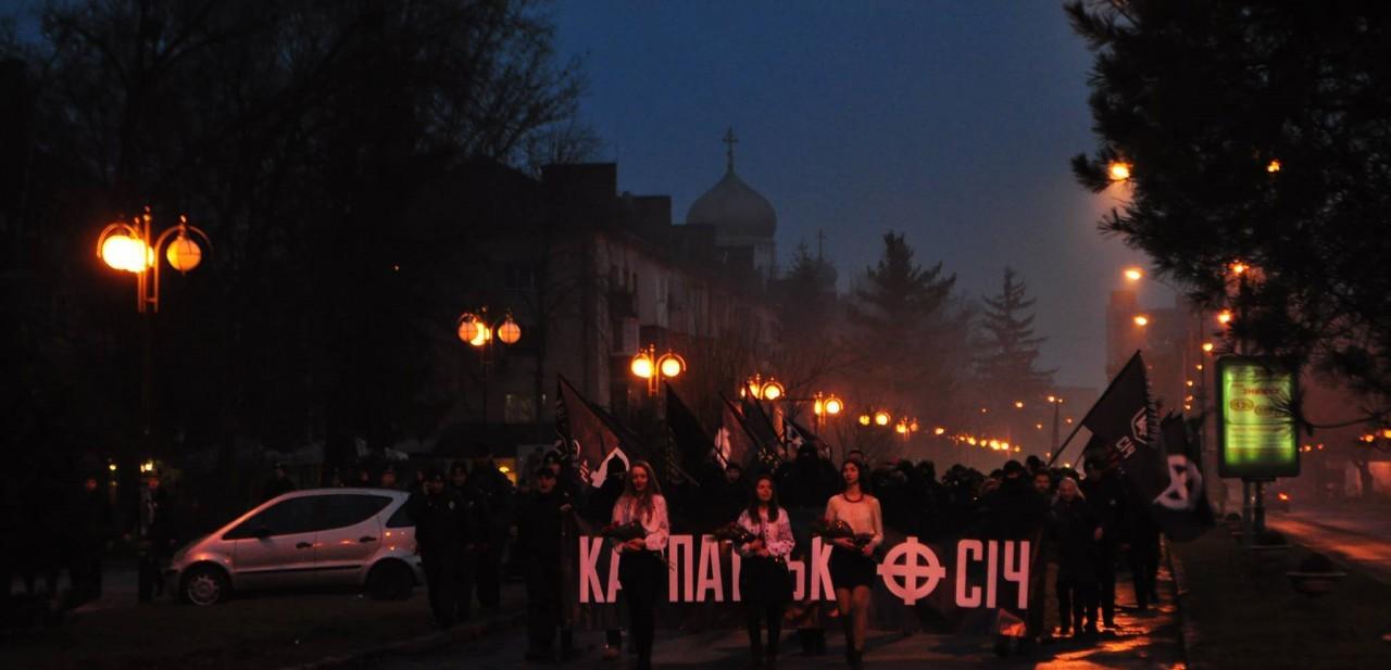 В Ужгороді люди у балаклавах марширували в пам'ять Героїв Карпатської України