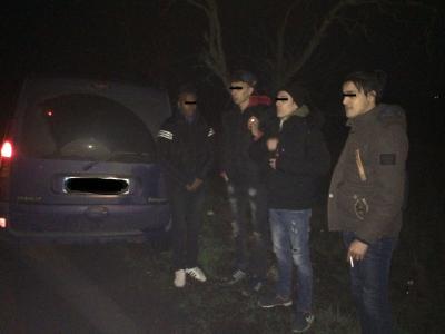На Закарпатті прикордонники затримали 4 нелегалів-марокканців