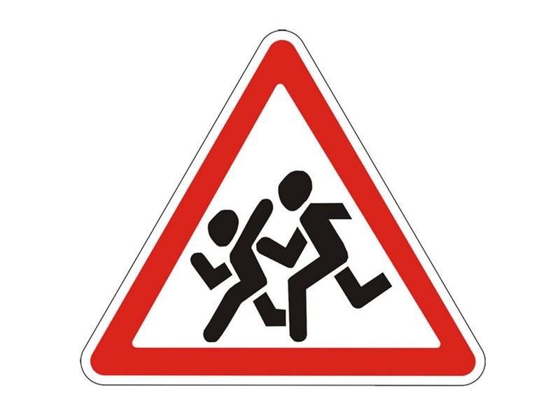 Облізлі та іржаві: в Ужгороді застаріли дорожні знаки