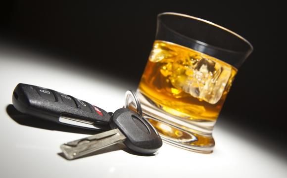 Поліцейські за вихідні впіймали 10 п'яних водіїв, два з яких скоїли ДТП
