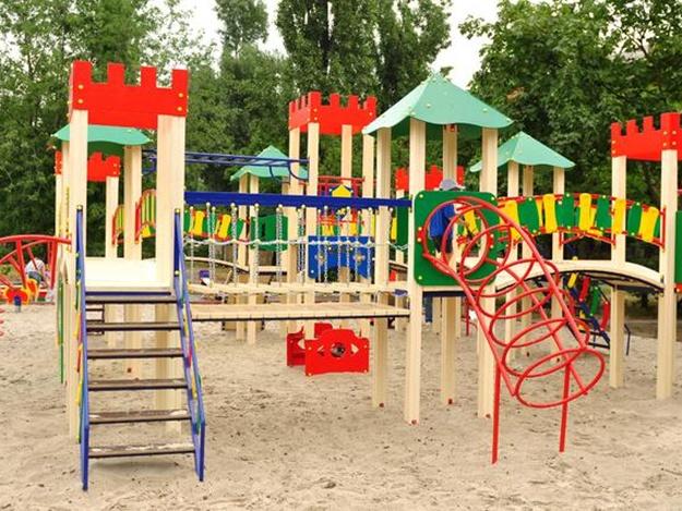 В Ужгороді ремонтуватимуть та будуватимуть дитячі майданчики