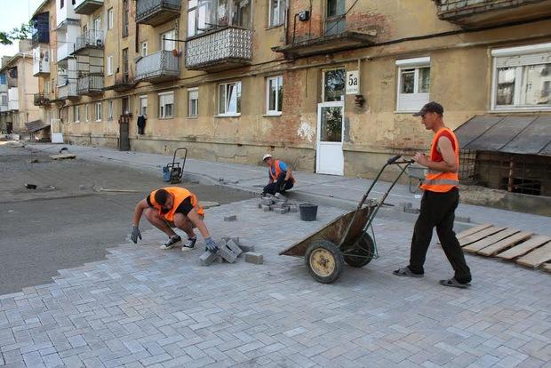 25 внутрішньоквартальних проїздів відремонтують у Мукачеві