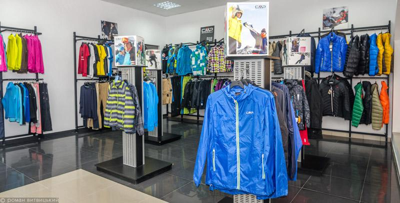В центрі Ужгорода обікрали елітний магазин спорттоварів