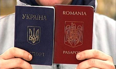 Президент передумав: за другий паспорт позбавлятимуть громадянства лише чиновників