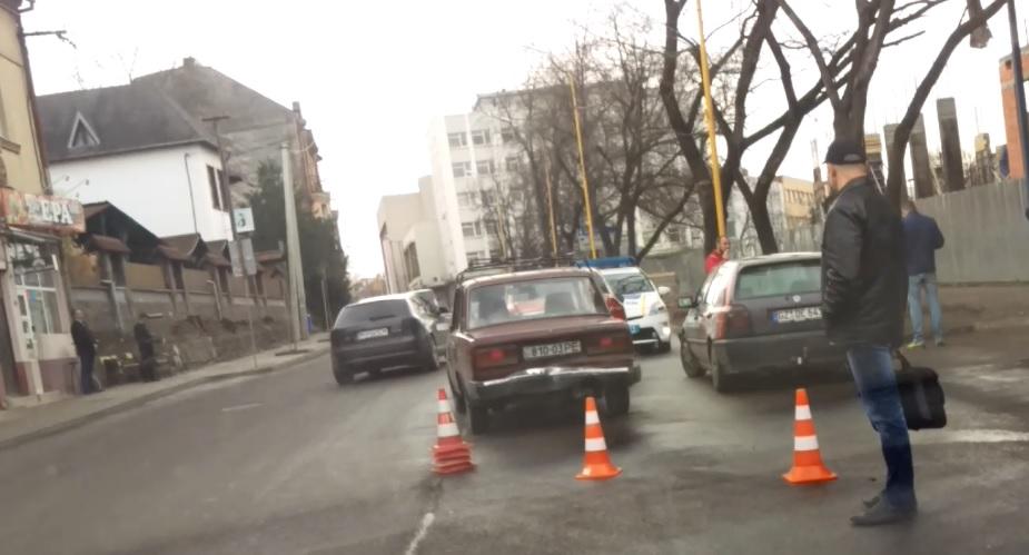 В Ужгороді на Собранецькій зіткнулись три автівки