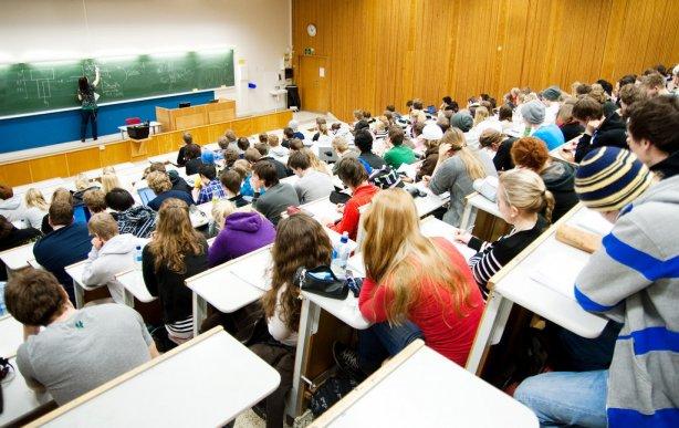 """Ужгородські навчальні заклади у 2017 році набиратимуть """"молодших спеціалістів"""""""