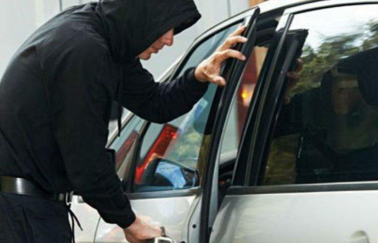 Правоохоронці затримали групу злочинців, які впродовж двох місяців грабували закарпатців