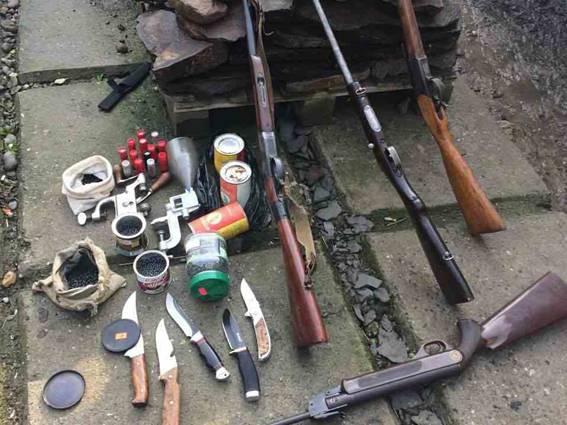 Правоохоронці вилучили у закарпатця арсенал зброї та боєприпасів