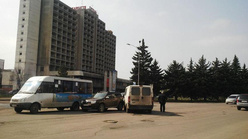 Позашляховик зіткнувся в Ужгороді з мікроавтобусом