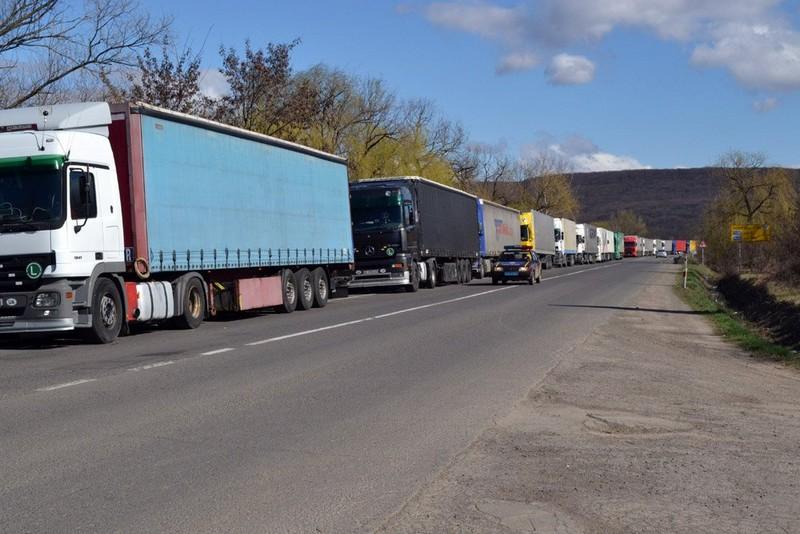 Водії розповіли чому утворилася величезна черга до КПП «Ужгород»