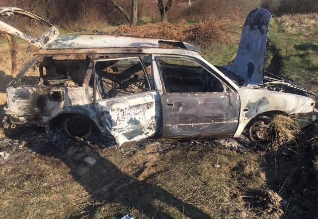 Закарпатське видання переконує, що знайдено автомобіль, який належить особам, котрі стріляли в будинок екс-прокурора