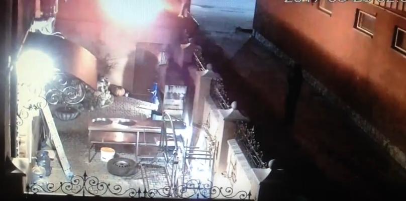 Як у Мукачеві лаунж-бар підпалювали