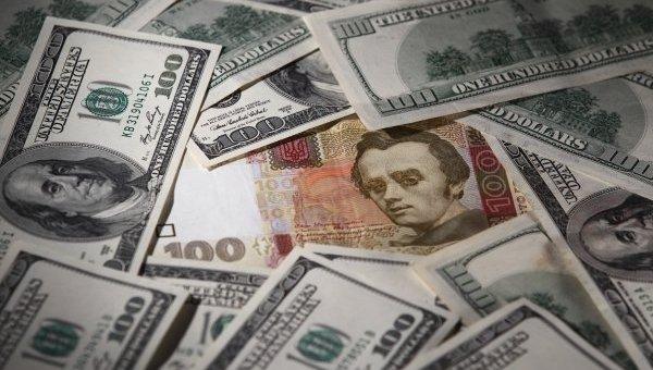 Невідомі зв'язали та побили чоловіка. Опісля забрали 17 тисяч доларів та 80 тисяч гривень і втекли