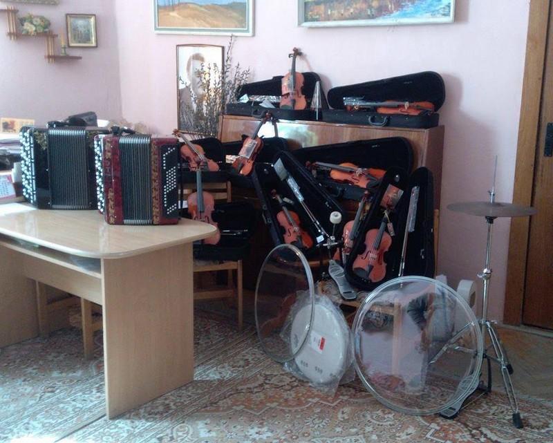 У Мукачівській дитячій школі мистецтв з'явились нові інструменти
