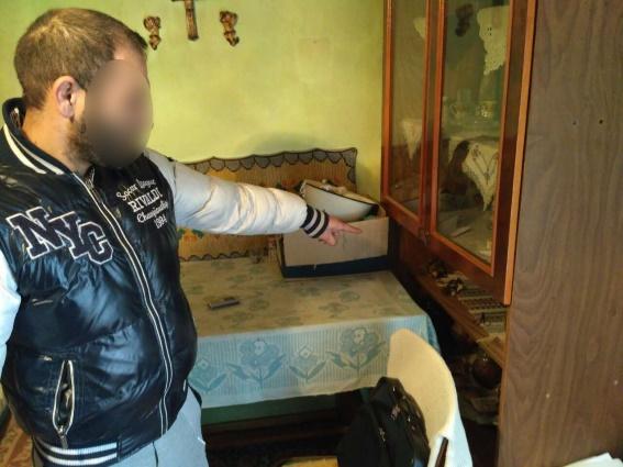 На Іршавщині чоловік вдерся до будинку та виніс звідти прикраси