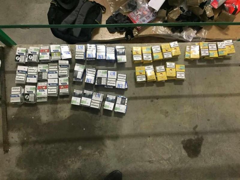 На кордоні зі Словаччиною прикордонники виявили 170 пачок сигарет
