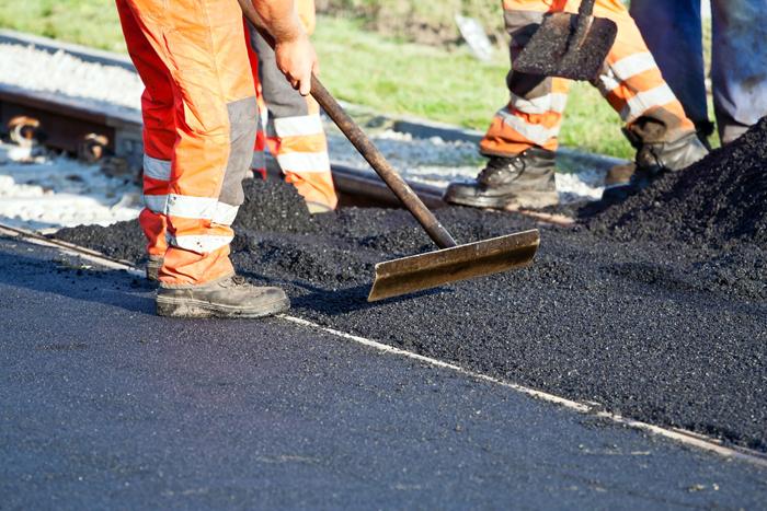 Ужгородці кажуть, що на вулиці Підгірній порушують технологію ремонту доріг