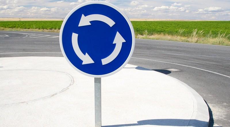 Нові правила: як тепер їздити закарпатським водіям на перехрестях із круговим рухом