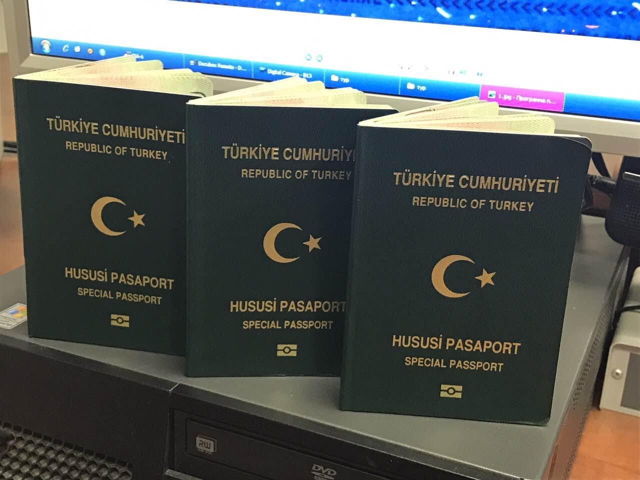 Прикордонники затримали трьох турків з підробленими документами