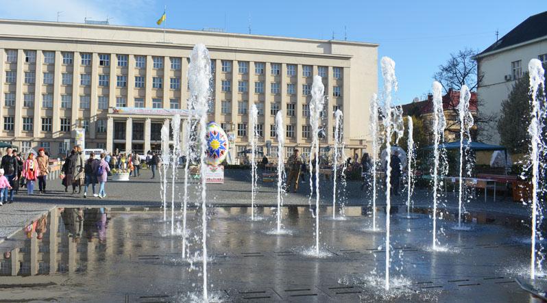 Перший у 2017 році фонтан в Ужгороді вже запрацював