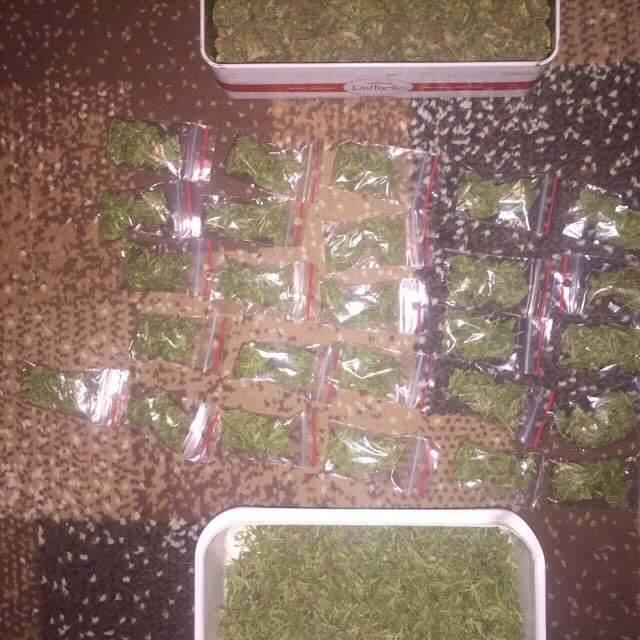 У чоловіка вилучили 37 пакетів з речовиною, схожою на наркотики