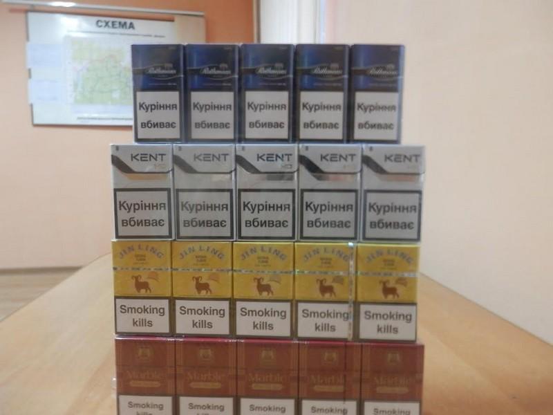 Тікаючи від прикордонників, контрабандисти покинули 6 пакунків із сигаретами